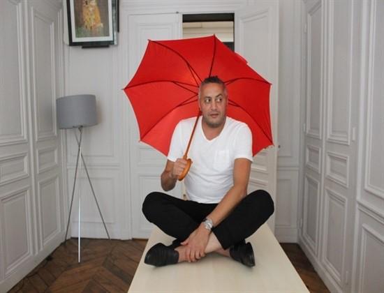 Larry et son parapluie
